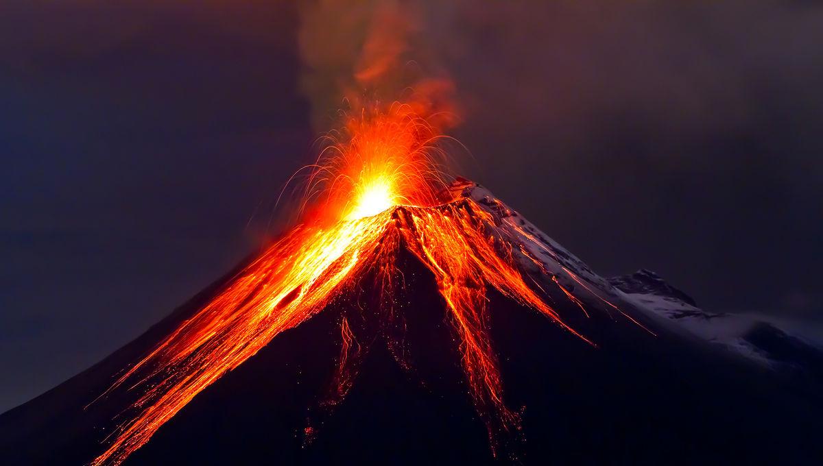 3023455-poster-p-volcano_0.jpg