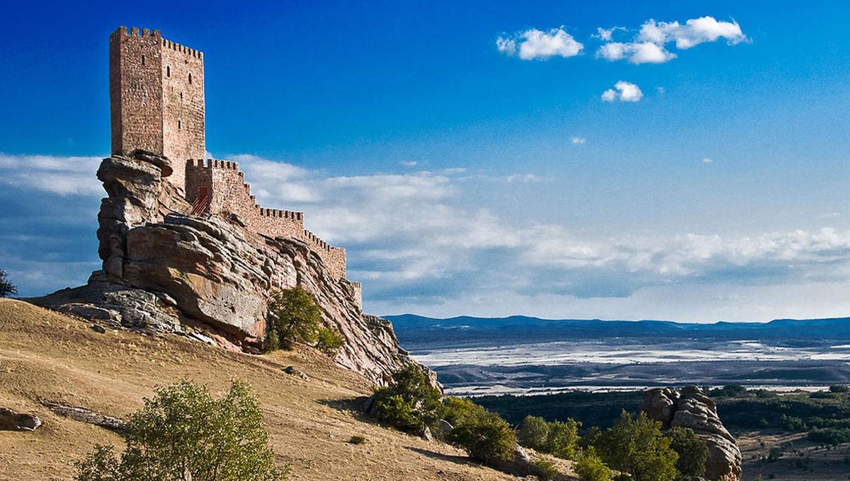 Castillo-Zafra.jpg