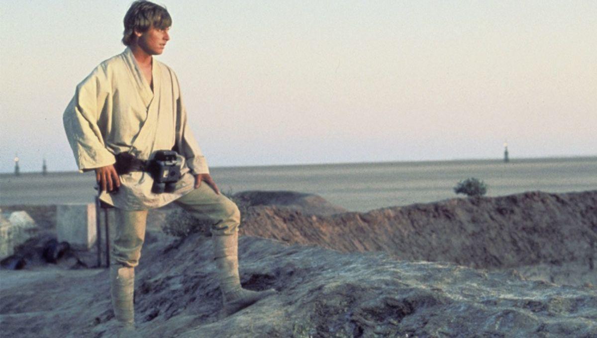 Luke_on_Tatooine.jpg