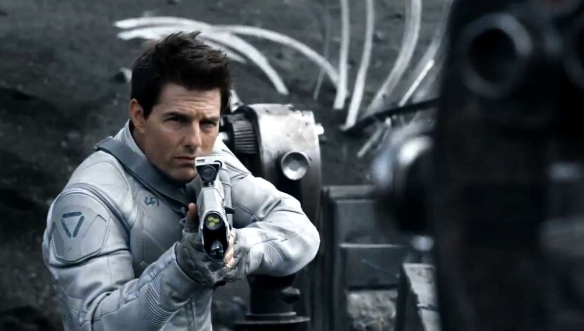 Oblivion-Trailer-2013-Tom-Cruise-1600x745.png