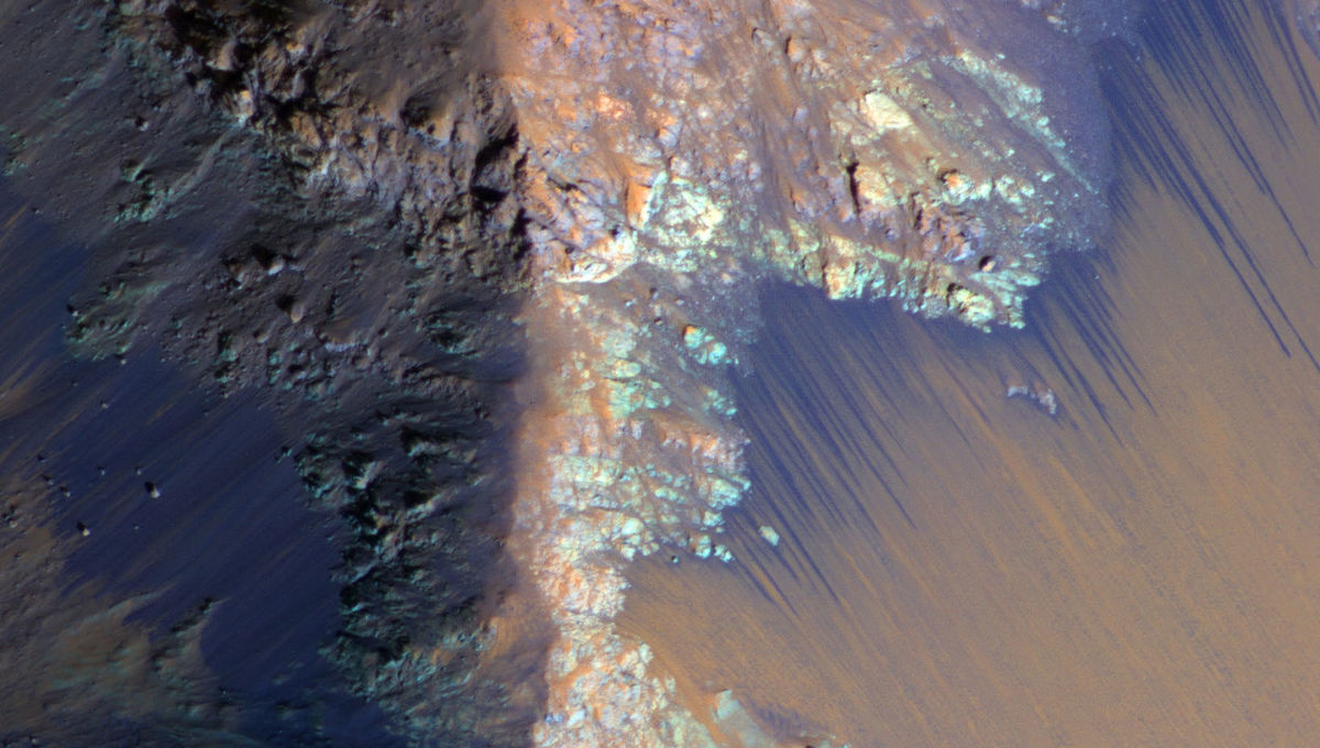 Scientists find water on Mars