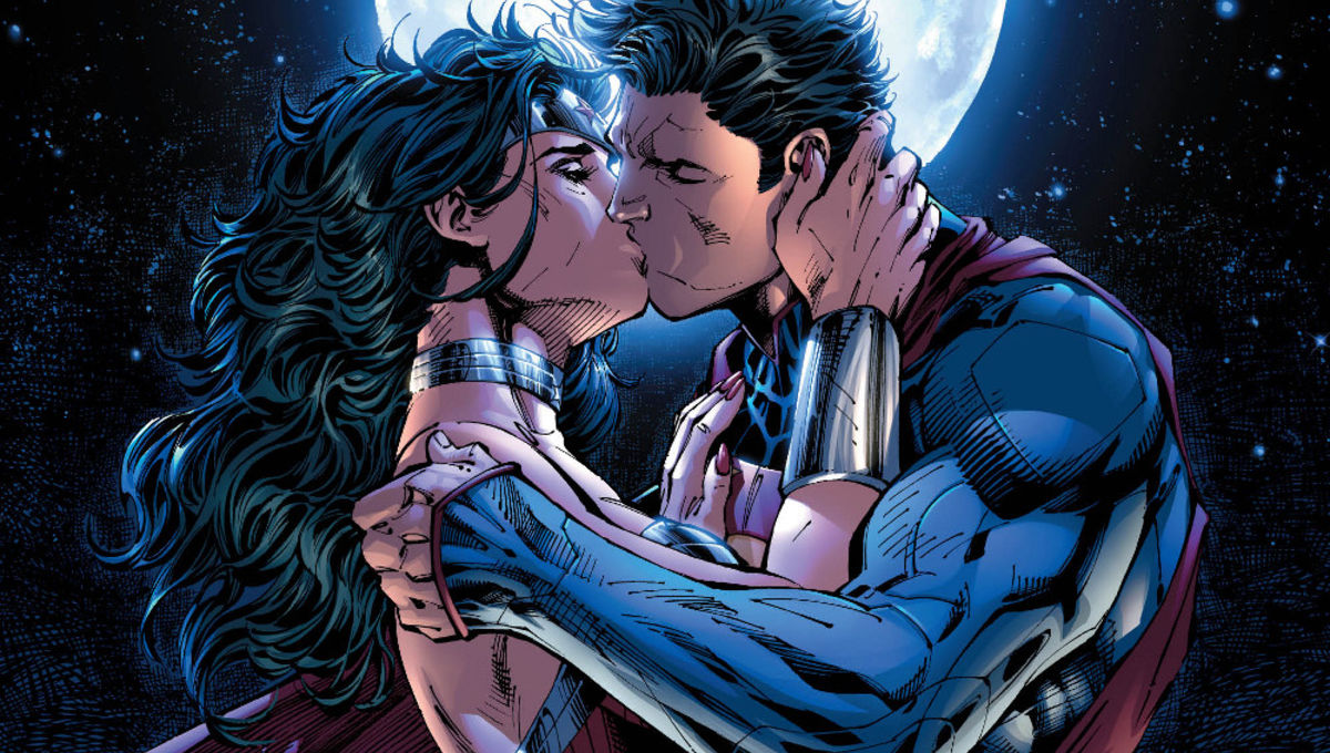 Superman-WonderWoman-Kiss-LARGE.jpeg