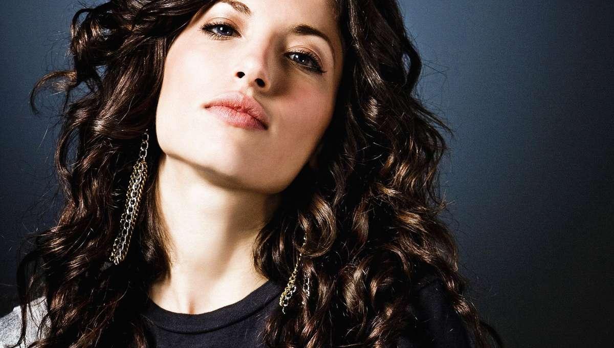 Tania-Raymonde1.jpg