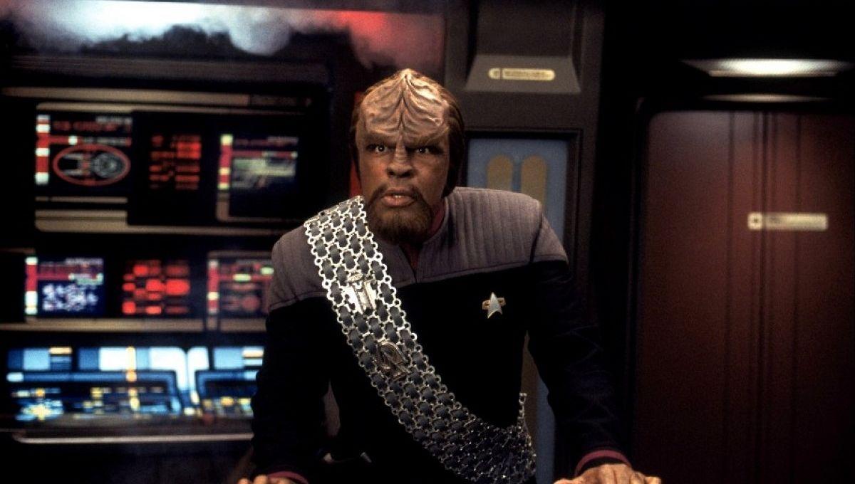 Worf_Enterprise-Bridge_Star-Trek.jpg
