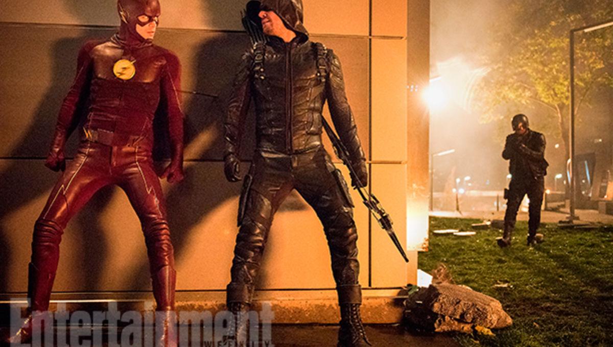 arrow-flash-supergirl-legends-crossover-images-ew-10_0.jpg