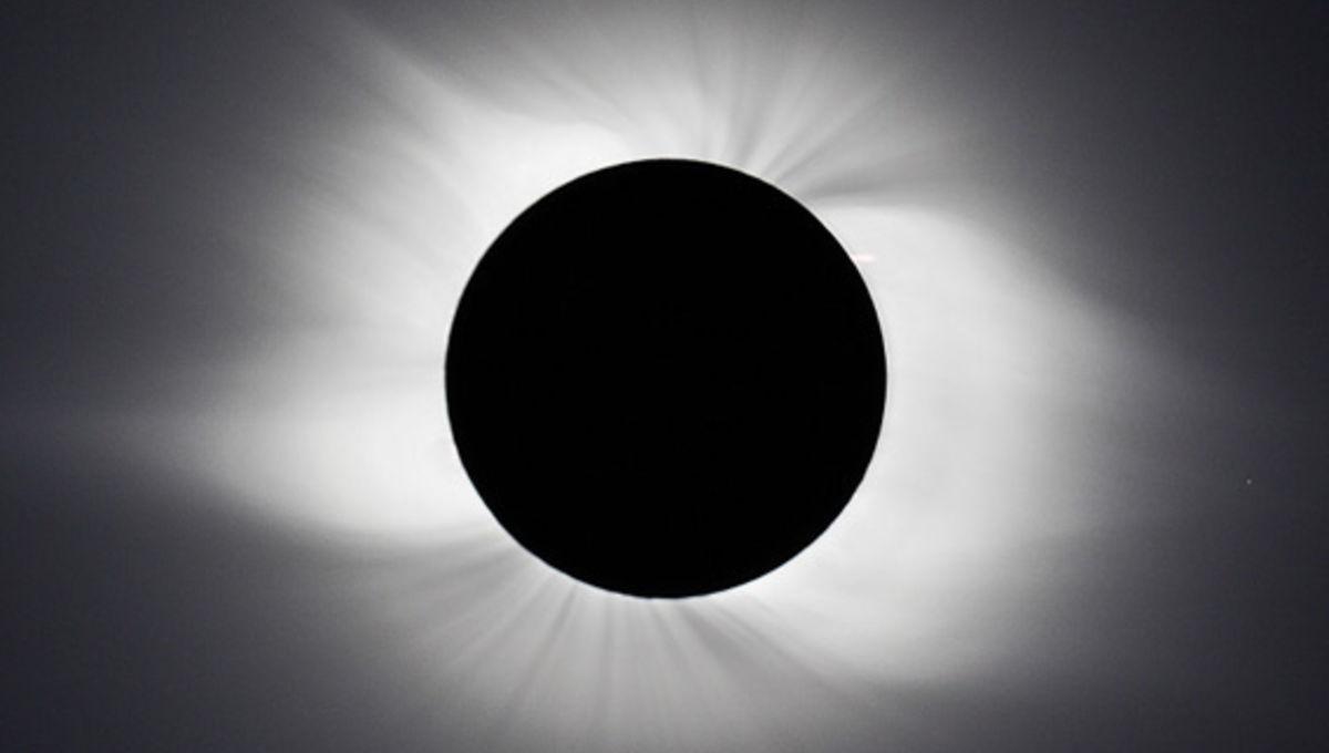 121113_ASTRO_ayiomamitis_solareclipse.jpg