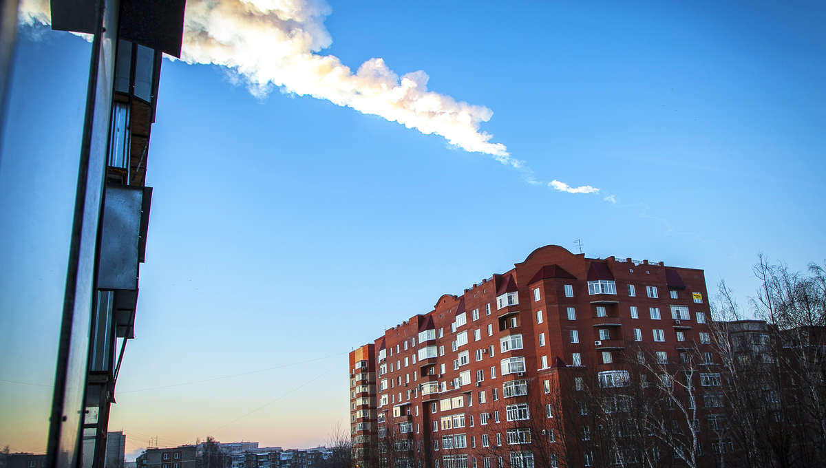161729171-meteorite-trail-is-seen-above-a-residential-apartment.jpg