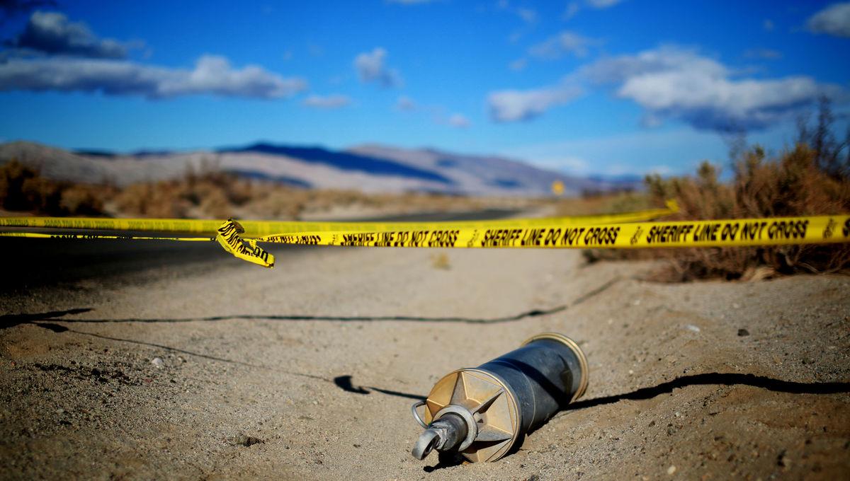 458246810-debris-from-spaceshiptwo-lies-in-a-desert-field-on.jpg