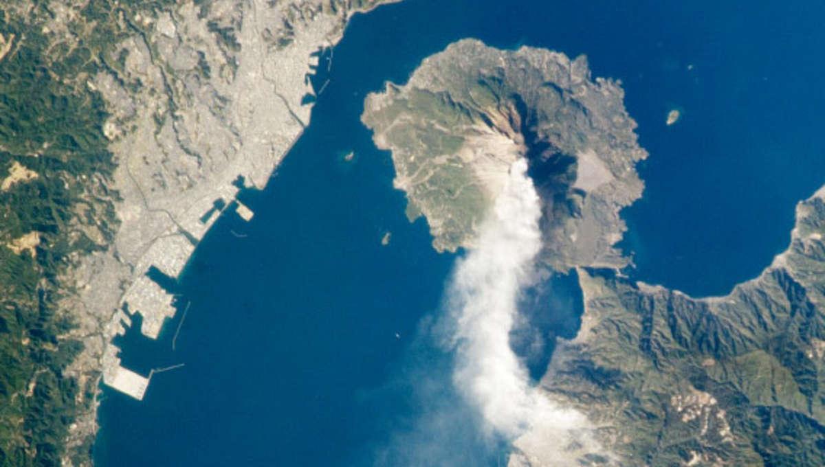 ISS_sakurajima_volcano_closeup.jpg