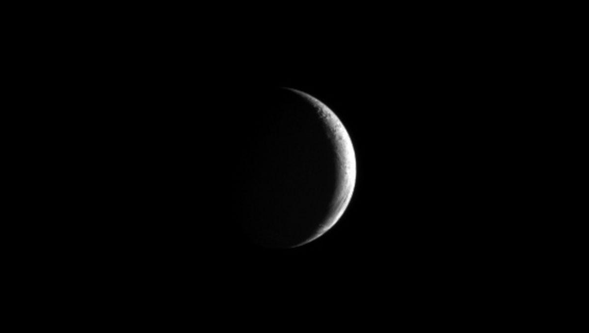 cassini_crescent_enceladus.jpg