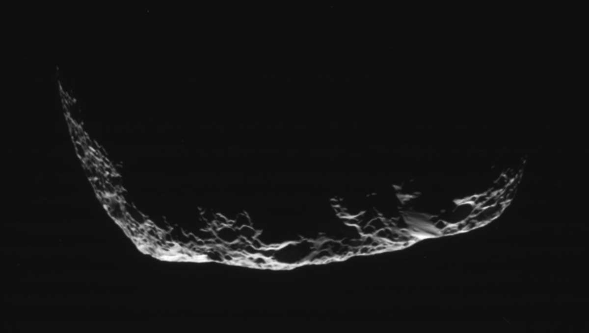 cassini_hyperion_crescent_may2015_0.jpg