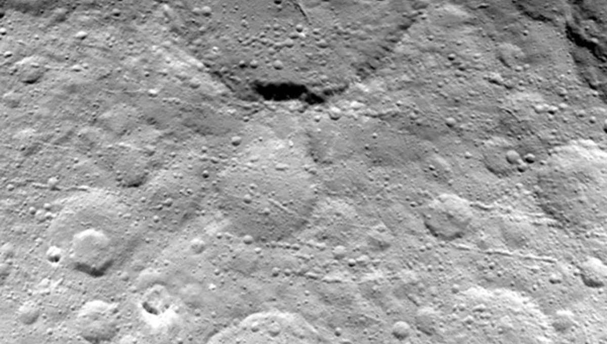 dawn_ceres_closeup_may232015_0.jpg