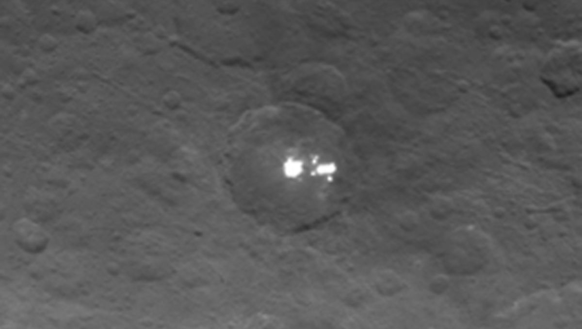 dawn_ceres_may042015_zoom.jpg