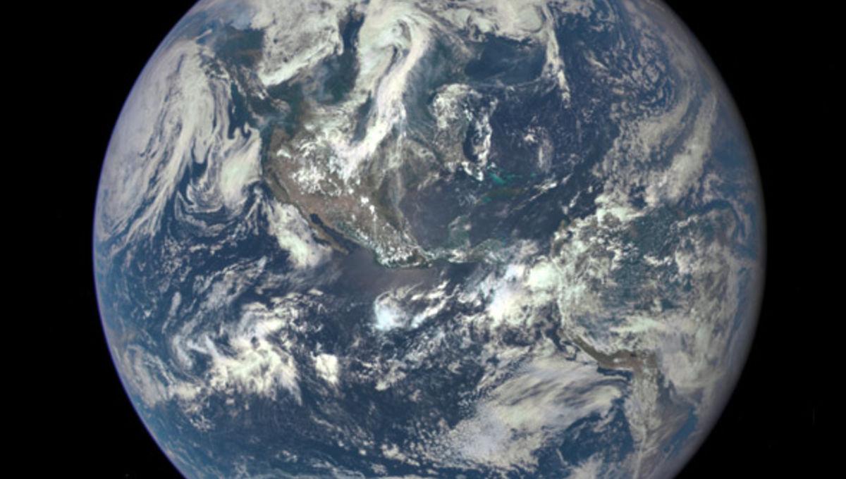 dscovr_earth_590.jpg