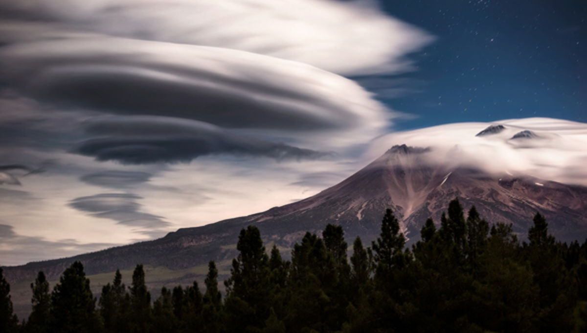 goldpaint_moonlit_lenticular_clouds_0.jpg