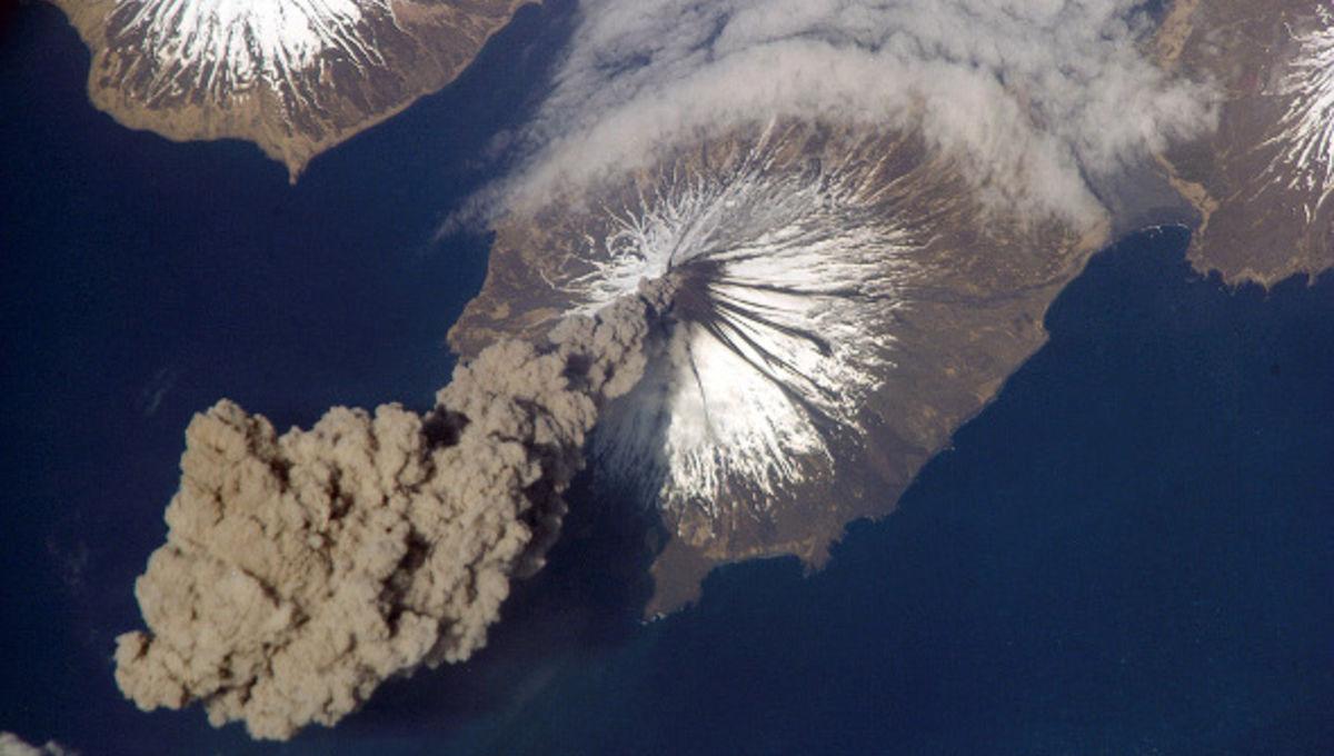 iss_cleveland_eruption.jpg