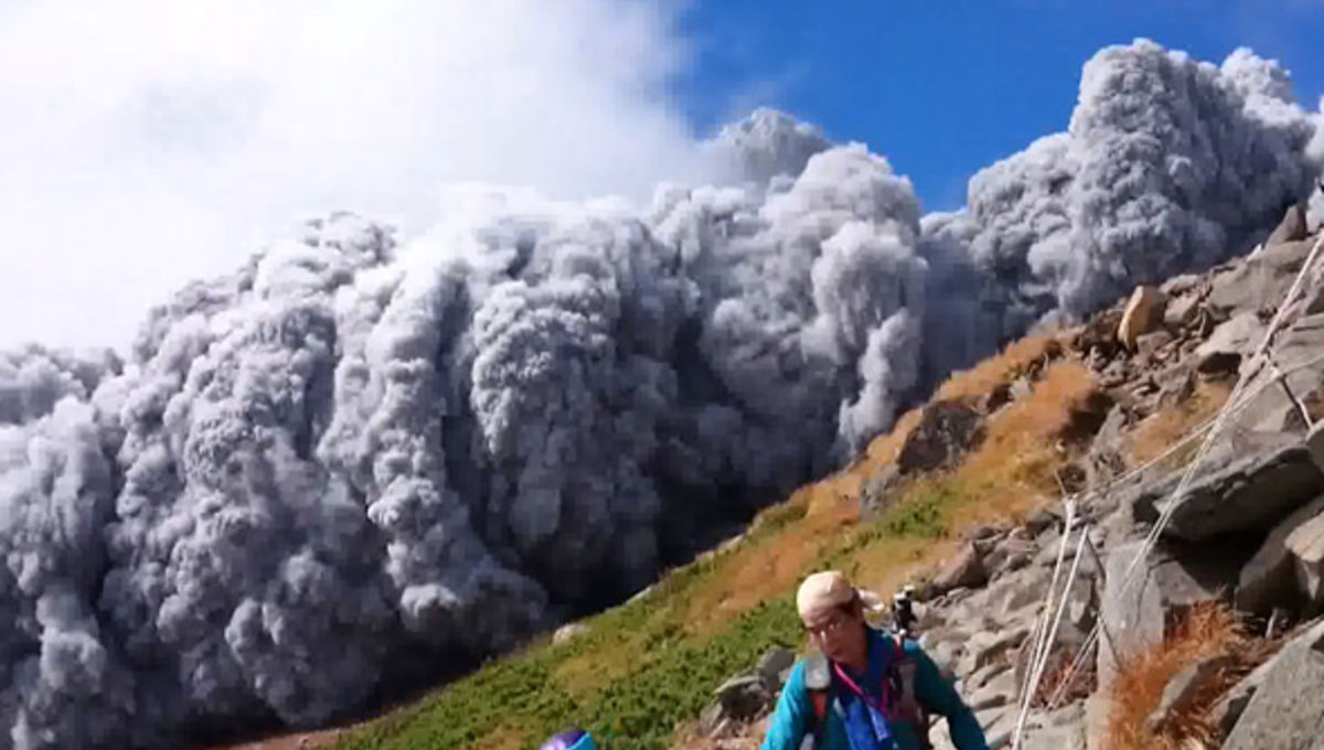 ontake_eruption_pyroclasticflow.jpg