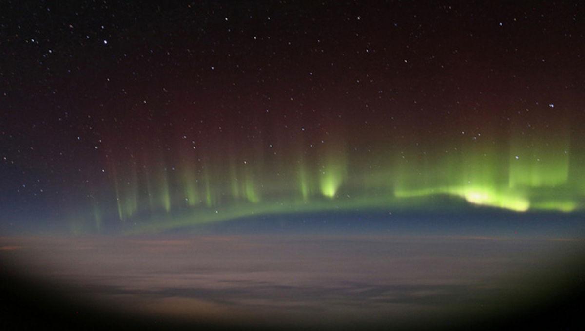 paulwilliams_aurora_airplanewindow.jpg