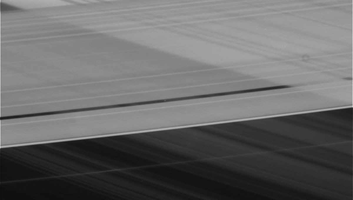 saturn_ring_shadows_pan.jpg