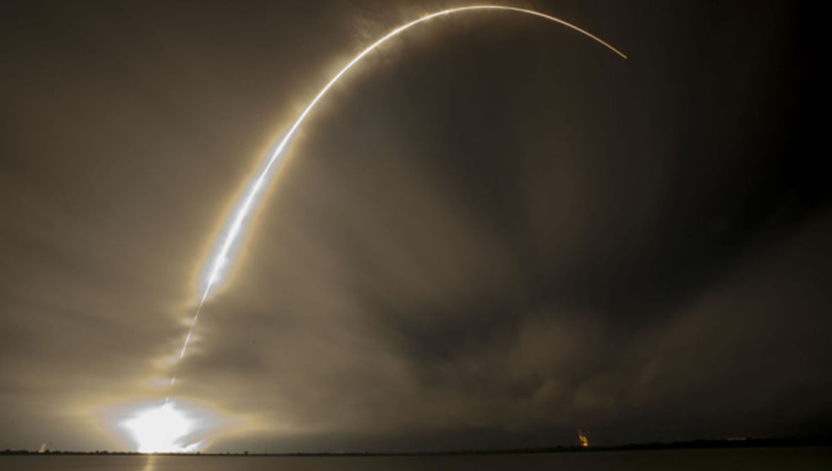 spacex_asiasat8_launchstreak.jpg