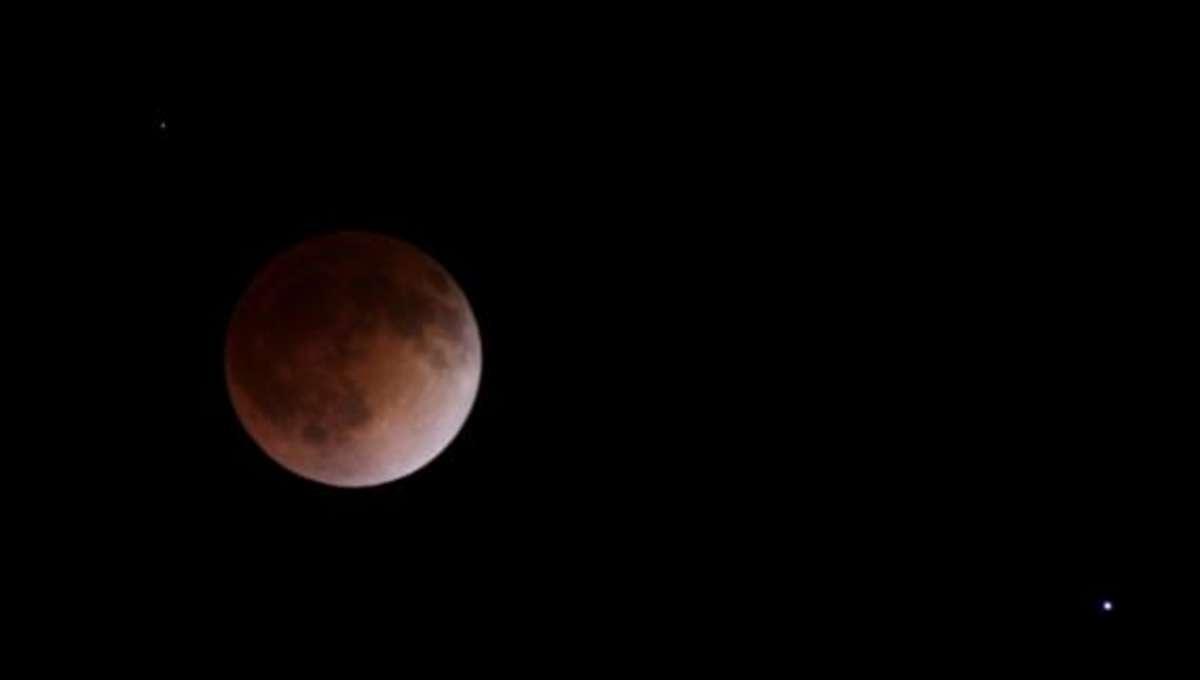 totaleclipse_apr142014.jpg.CROP.rectangle-large_2.jpg