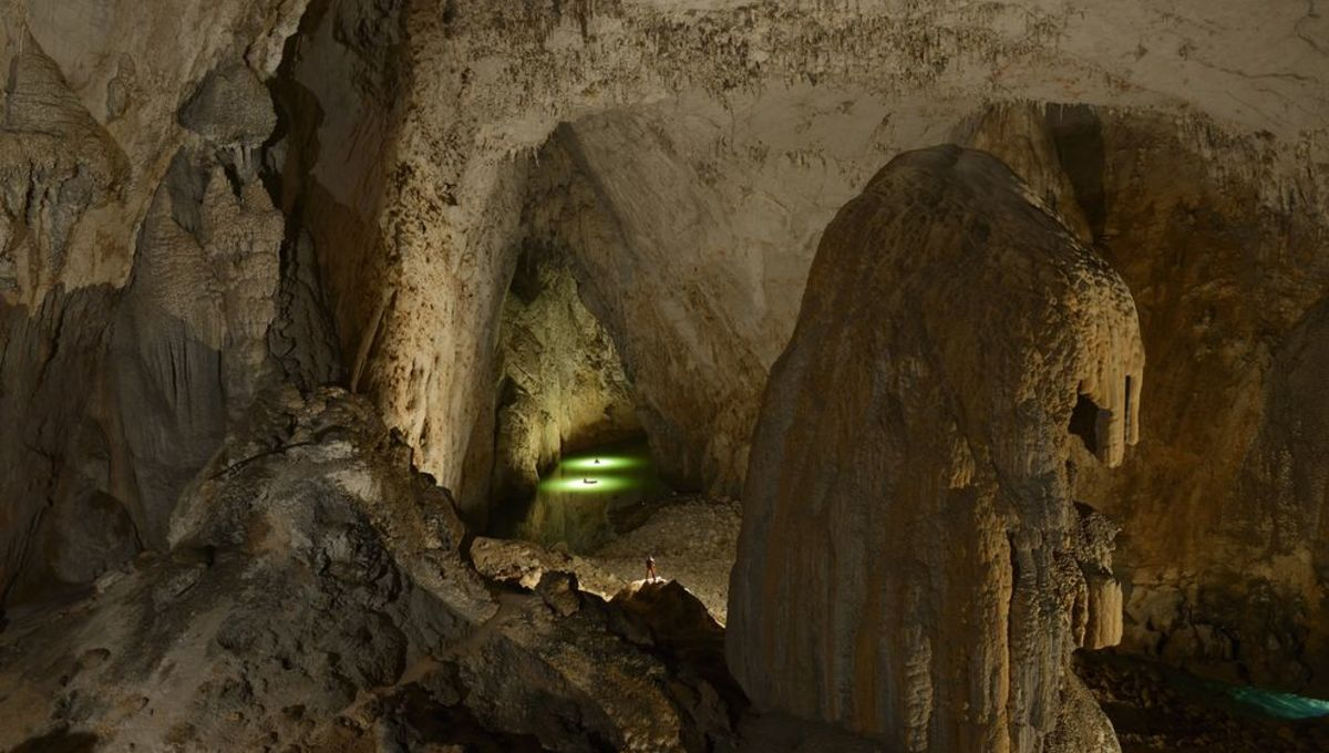 china-largest-cave-miao_84184_990x742.jpg