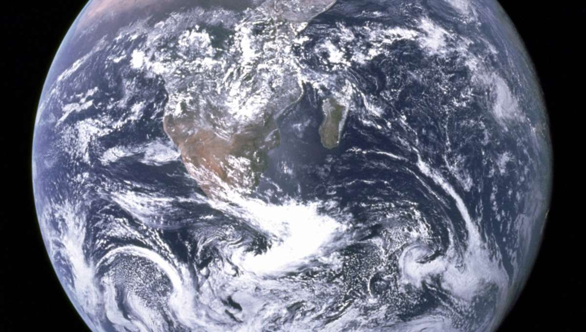 Earth-LARGE.jpg