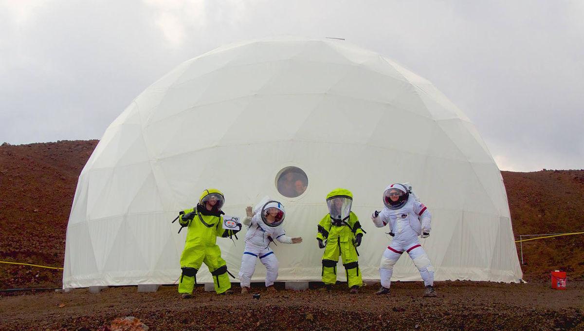hi-seas2-mock-mars-mission-crew.jpg