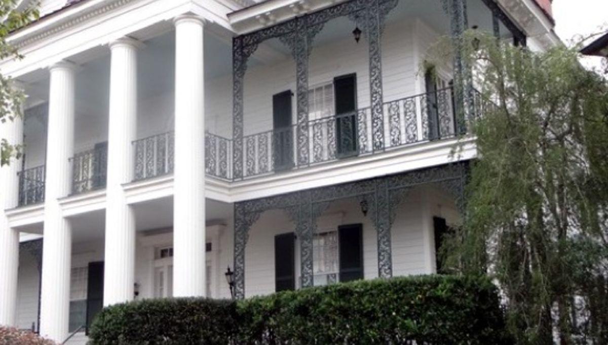 haunted_mansion_replica.jpg