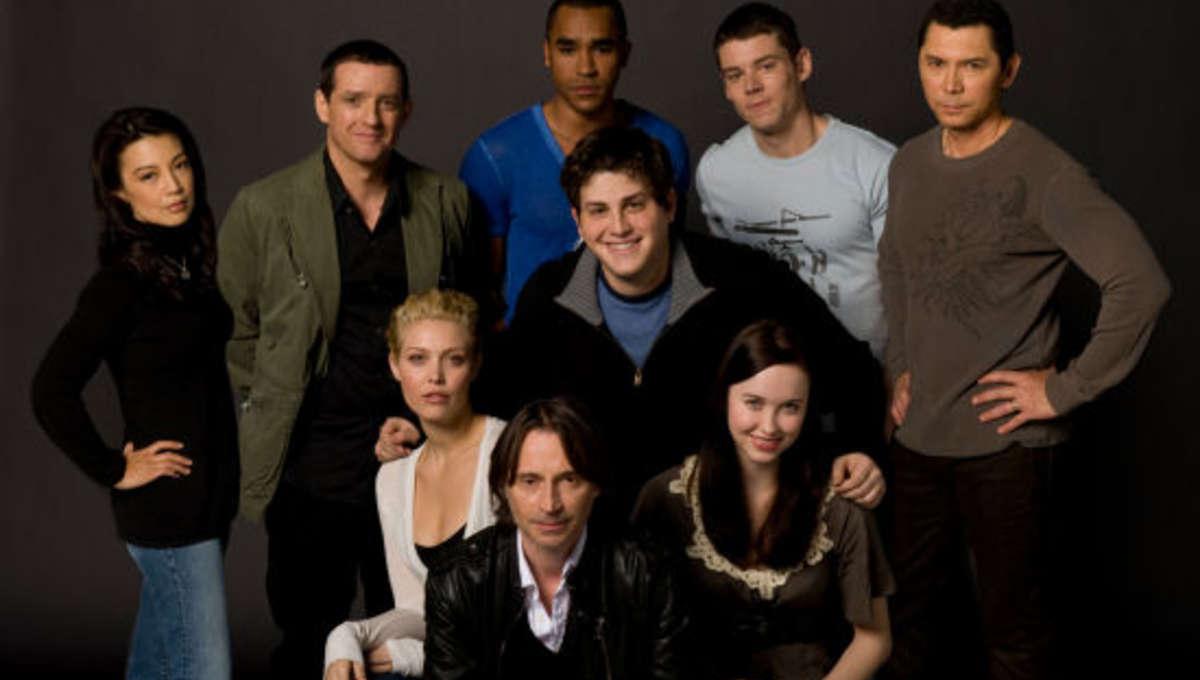 Stargate_universe_cast_0.jpg