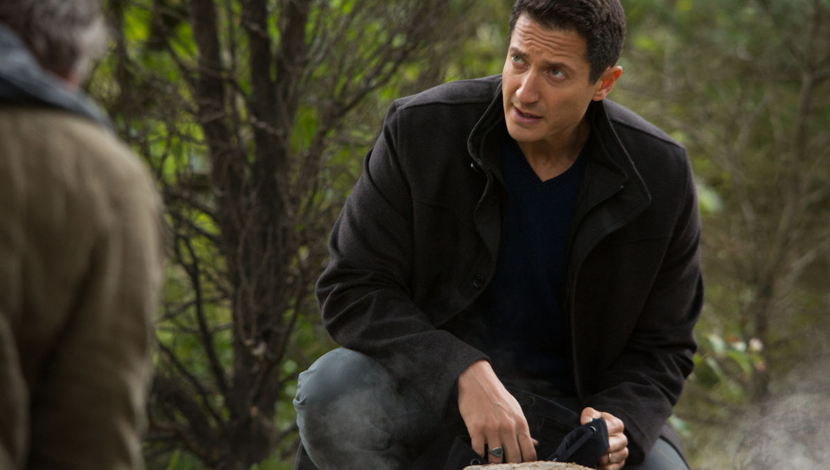Sasha Roiz on Grimm