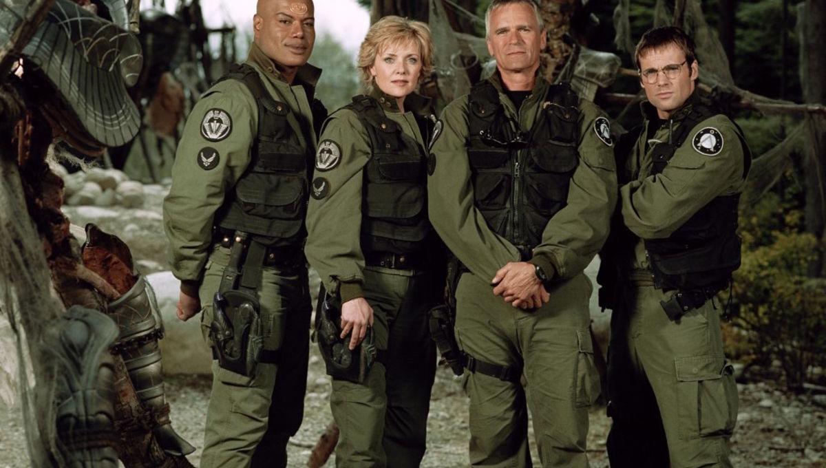 SG-1-S7-Team-Cast-1024x787_1.jpg