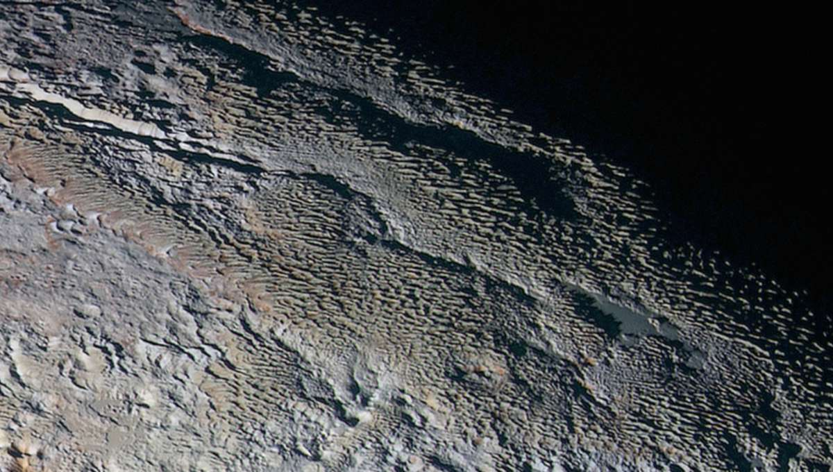 NASA New Horizons images of Pluto reveal snakeskin surface features
