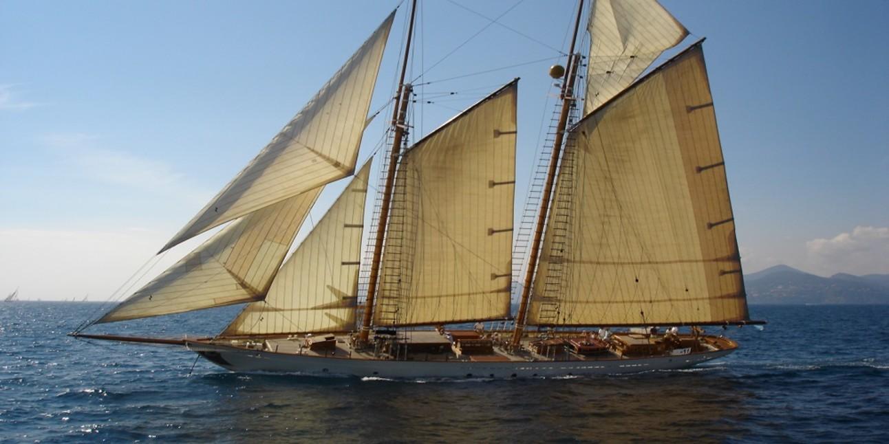 Errol_Flynns_Yacht.jpg