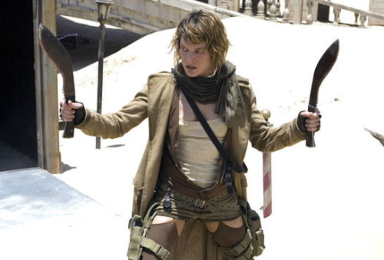 resident_evil_extinction_milla_jovovich_with_knives.jpg