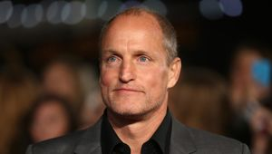 495855214-actor-woody-harrelson-arrives-on-the-red-carpet-to.jpg.CROP_.promo-xlarge2.jpg
