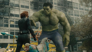 avengers-age-of-ultron-hulk-black-widow.jpg