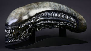 alien-covenant-xenomorph-life-size-head-prop-replica-cool-props-feature-903191.jpg