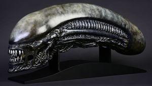alien-covenant-xenomorph-life-size-head-prop-replica-cool-props-feature-903191.jpg