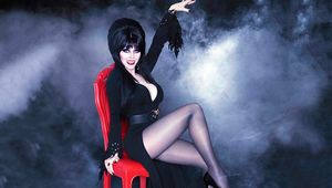elvira-mistress-of-the-dark-halloween-2015.jpg