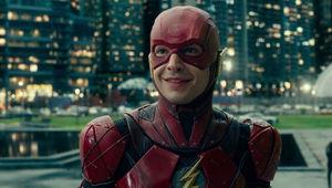 justice-league-heroes-trailer-flash-smiling.jpg