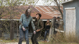 Fear the Walking Dead episode 403 - Al fighting a zombie