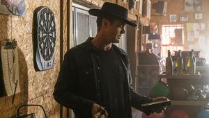 Fear the Walking Dead episode 405 - John checks out a video