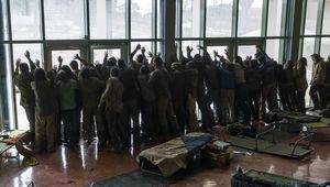 Fear the Walking Dead episode 406 - horde of zombies