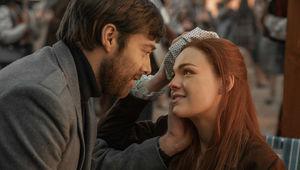 Richard_Rankin_(Roger_Wakefield),_Sophie_Skelton_(Brianna_Randall)_-_Outlander_S4