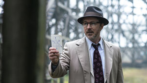 aidan_gillen_as_dr._j._allen_hynek_3_in_historys_project_blue_book_1