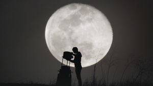 Wylie Overstreet shuts down his telescope after viewing the Moon. Credit: Wylie Overstreet and Alex Gorosh