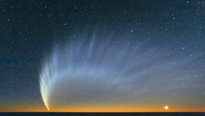 Comet McNaught seen from the Paranal observatory in Chile in 2007. Credit: ESO/Sebastian Deiries