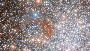 A close-up of the reddish splotch in the globular cluster NGC 1898. Credit: ESA/Hubble & NASA