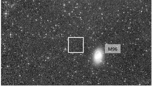 An image of the nearby Leo I galaxy group show several obvious galaxies, but also a faint smear of light (outlined) that may be a previously undiscovered galaxy. Credit: Mihos et al.